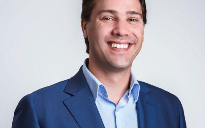 جاستین سان مدیر عامل eToro را به ناهار کاری با وارن بافت دعوت کرد